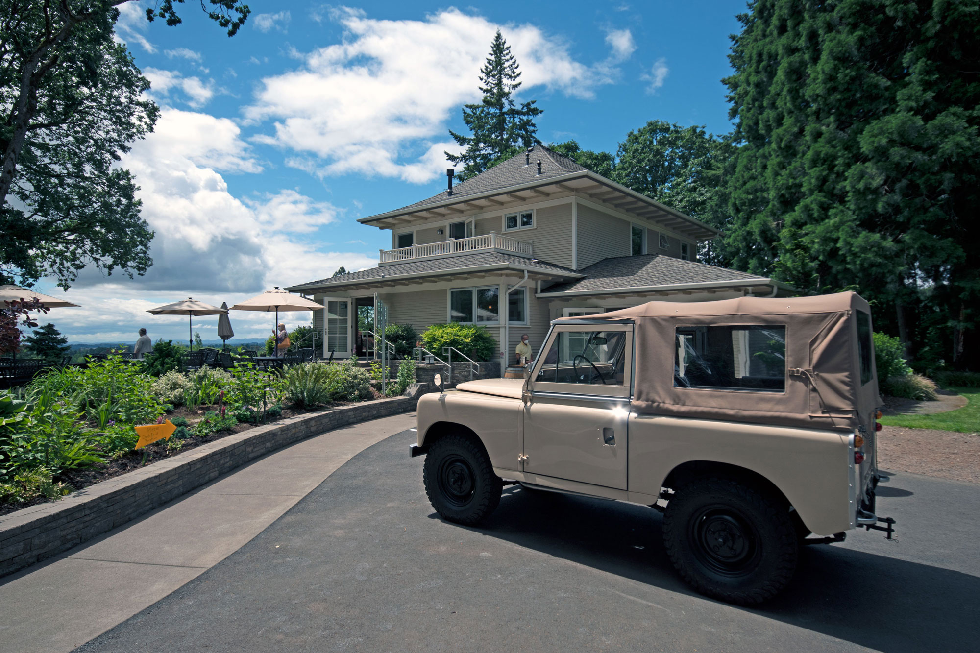 Rain Dance Vineyards Land Rover parked at the tasting room